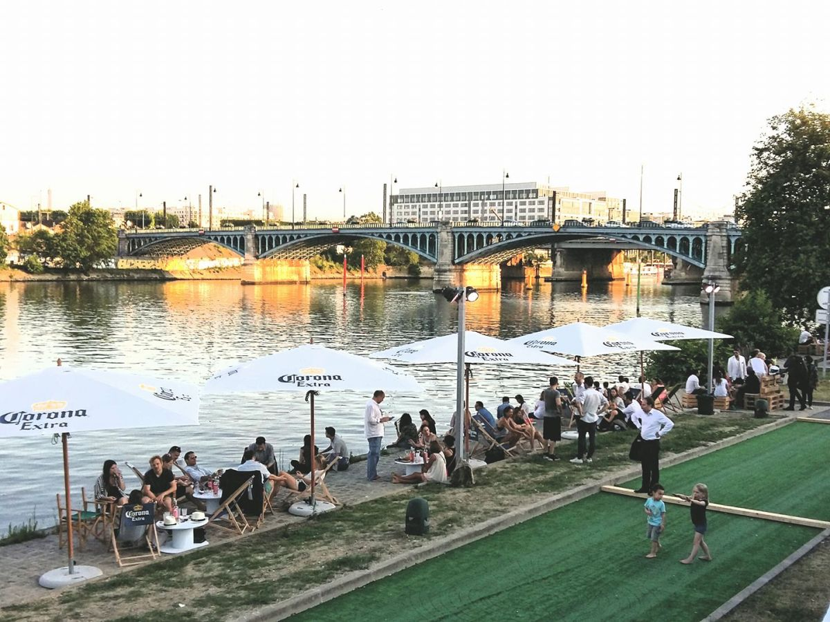 A new summer spot at the seine rosa bonheur l ouest for Asnieres sur seine piscine